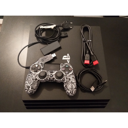 PS4 Pro 1To + Manette